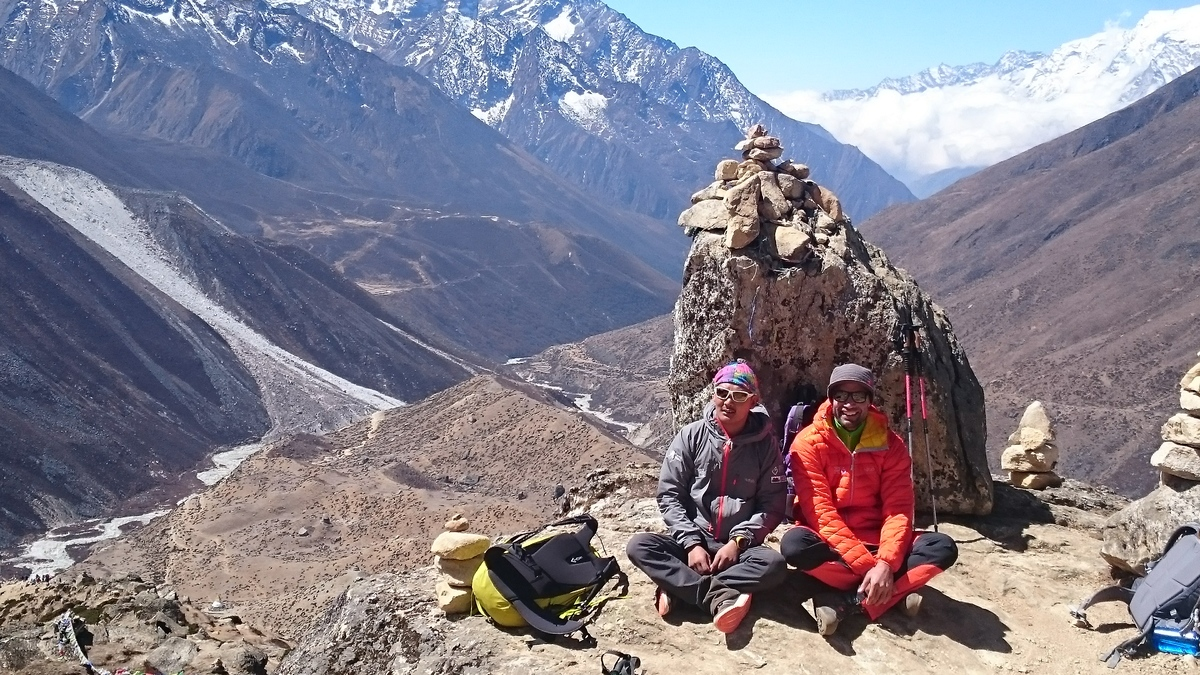 21._Richard_and_Pema_above_Dingbouche.jpg