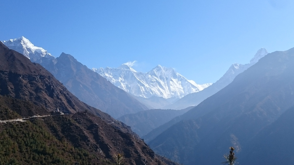 15._View_of_Everest_lhotse_nuptse_and_Amanda_dablam_in_Khumjung.jpg