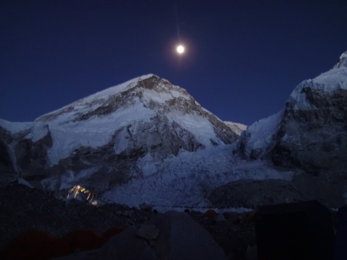 49._Khumbu_Icefall_by_moonlight.jpg